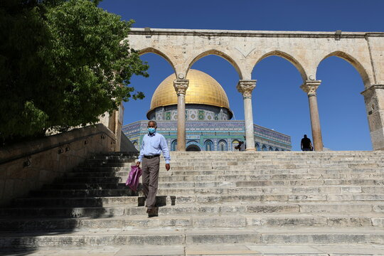 Israel starts easing coronavirus restrictions as infection rate drops