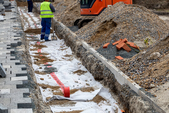 Backfill and power cables installation