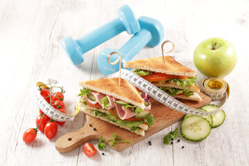 sandwich with dumbbell and meter