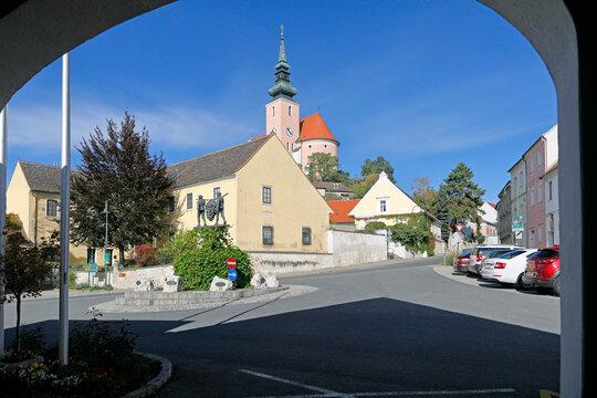 Botschafter, Pfarrhof und Pfarrkirche Poysdorf