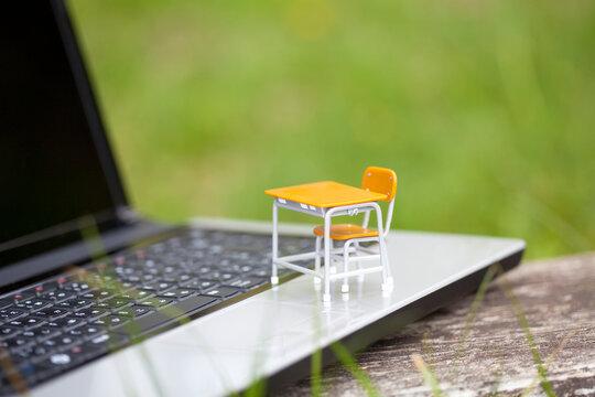 勉強机とノートパソコン