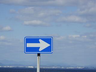 通行 標識 一方 一方通行の標識の意味とわかりにくい場合・似ている標識