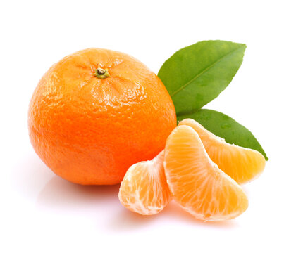 tangerines with leaves isolated