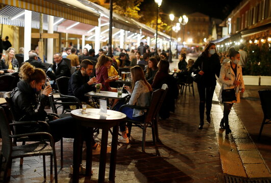 Restaurants before the nightly curfew in Nice