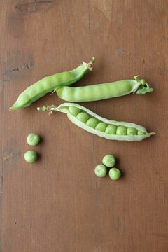 Frische Erbsen aus dem Garten