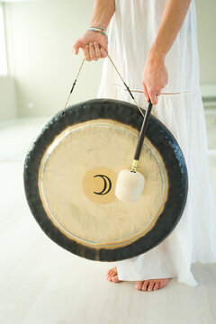 Gong for therapy and meditation music, performed with gong and vibrating bowl. gong therapy