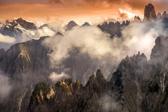 Blick von der Auronzo-Hütte, Drei Zinnen, Südtirol
