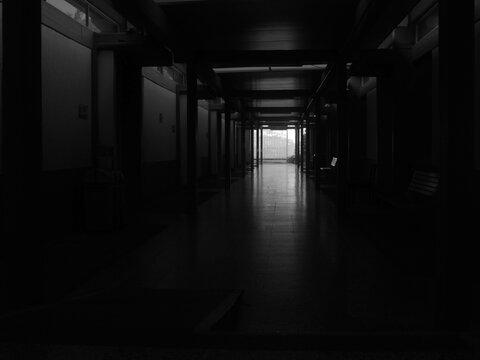 pasillo oscuro