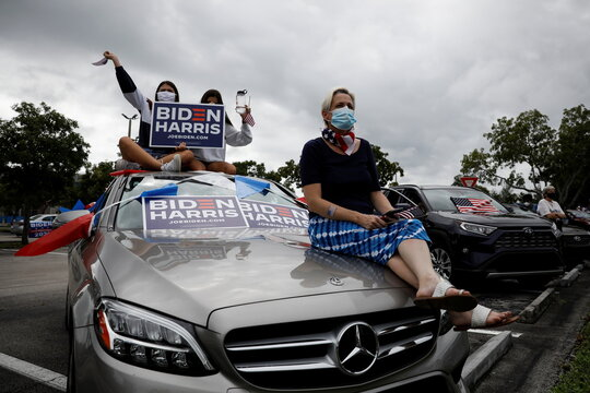 Supporters wait at a drive-in rally for former U.S. President Barack Obama in Miami
