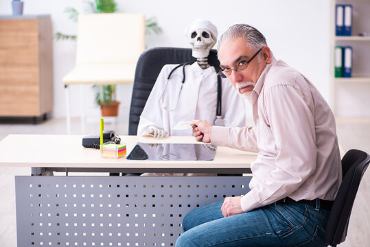 Old man giving money to dead doctor