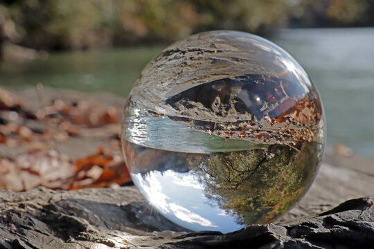 Aare bei Belp in Kristallkugel, Schweiz