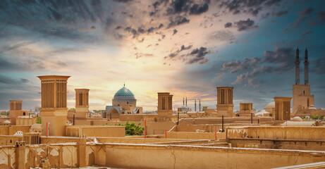 Panoramic view of badgirs and mosques of Yazd, Iran Fotomurales
