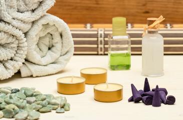 Fototapeta cremas ,aceite, toallas incienso todo listo para el spa