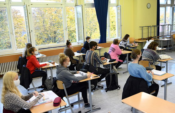 School resumes in Berlin after autumn holidays during the spread of COVID-19