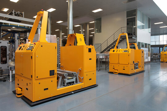 Self-propelled transport robots in a factory
