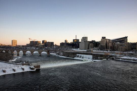 Mississippi River runs through Minneapolis, Minnesota.