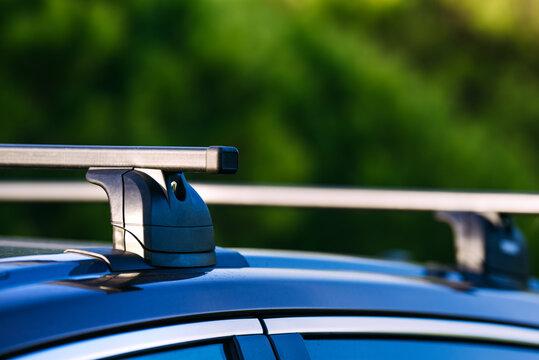 Lockable roof rack on station wagon or estate car