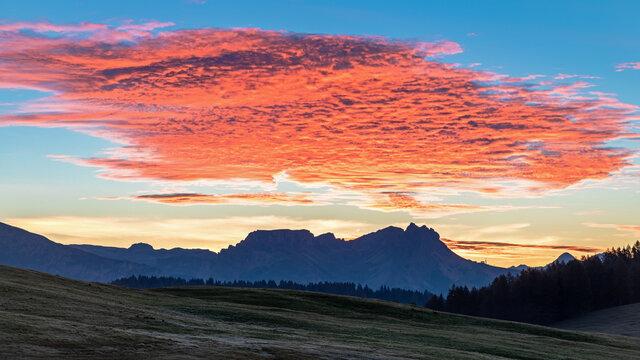 Tagesanbruch auf der Seiser Alm, Alpe di Siusi, Südtirol