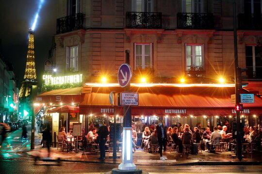 Nightly curfew in Paris
