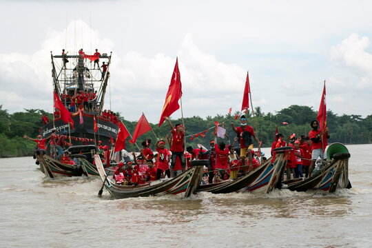 Supporters of National League for Democracy party take part in a boat rally ahead of a November 8 general election in the Yangon river