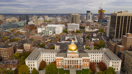 Fotomurales - Aerial view over the Massachusetts statehouse capital building downtown Boston
