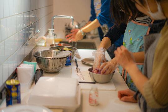 料理教室での調理風景