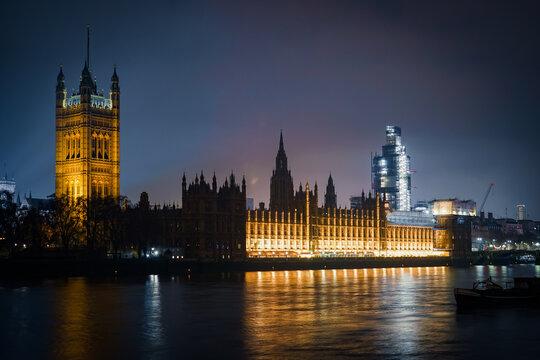 ウェストミンスター宮殿の夜景(イギリス・ロンドン)