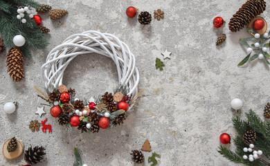 Obraz Boże Narodzenie, kartka świąteczna, wianek i świąteczne dekoracje. Christmas decorations. - fototapety do salonu
