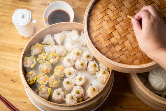 chinese steamed shumai in bamboo steamer