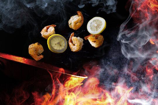 Tossing Cooking Lemon Shrimp