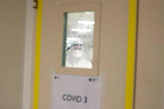 Medical staff in Rome hospital treating COVID-19 patients fear surge in infection numbers