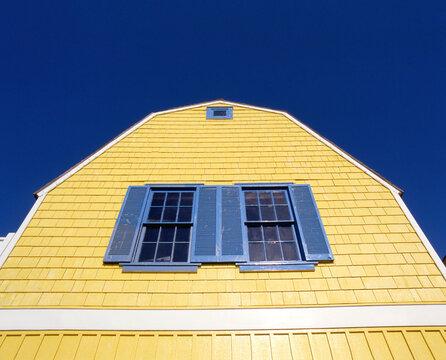 マリナ・デル・レイの黄色い家