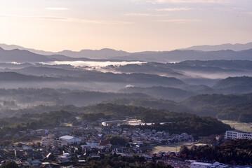 兵庫県・神戸六甲山系三田市から朝もや、雲海の風景
