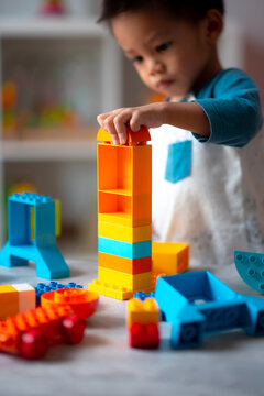 baby playing the building blocks