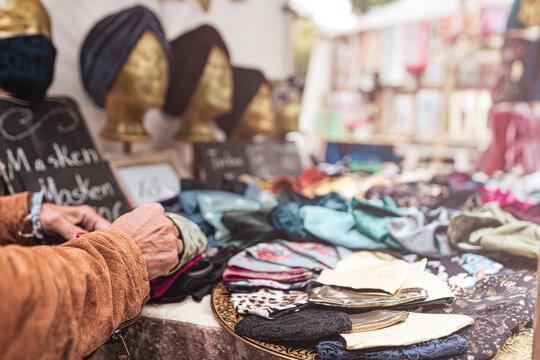 Masken Verkauf auf Markt