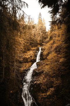 Der Zackelfall Wasserfall in den polnischen Sudeten bei Szklarska Poręba im Riesengebirge