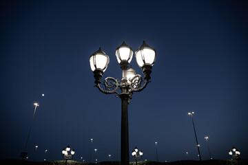 Street lamp in night Fotomurales