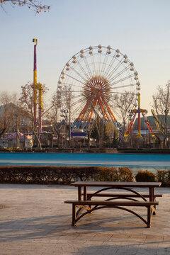 ferris wheel and bench/settle -  theme park and amusement park, color images  - Turkey, Ankara