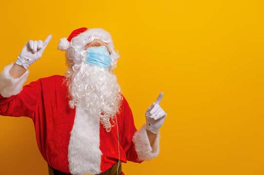 Santa Claus in face mask during Covid-2019