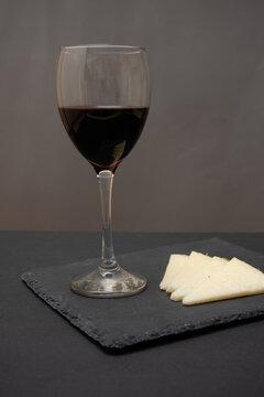 Aperitivo de queso con vino