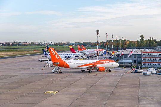 Tegel main international airport with the last planes of Easyjet, Lot, Ryanair and Iberia