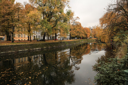 Herbst in Berlin; Landwehrkanal am Schöneberger Ufer