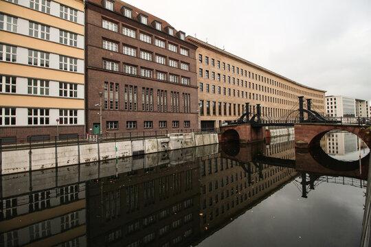 Stiller Winkel in Berlin; Kupfergraben mit Jungfernbrücke