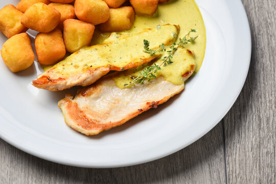 Grilled chicken fillets with potato crouqetes