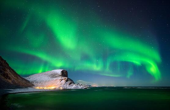 Nordlandsnupen bay aurora