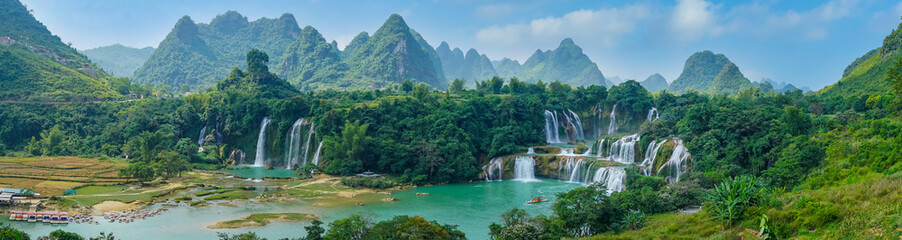 The beautiful and magnificent Detian Falls in Guangxi, China