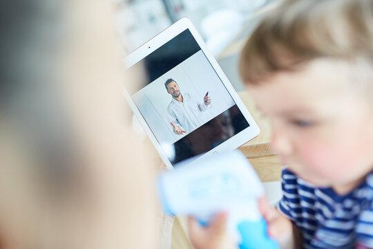 online Beratung für krankes Kind im Videochat
