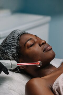 Apparat skincare procedure for afro-american woman