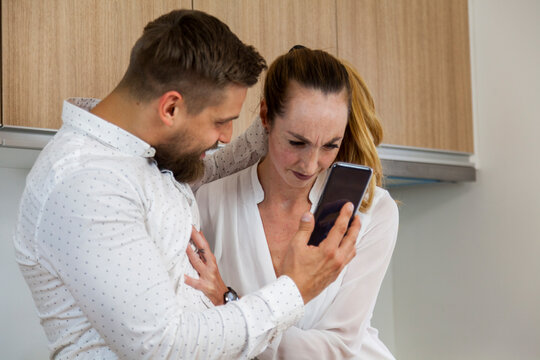 jealous husband finds message from lover on smartphone of his cheating wife