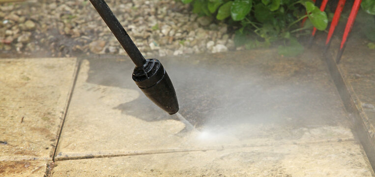 Nettoyage de dalles d'une terrasse au karcher